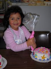 KIDS CAKE DECORATING