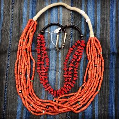 1980s RED CORAL BRANCH & SHELL AMERICAN NECKLACE