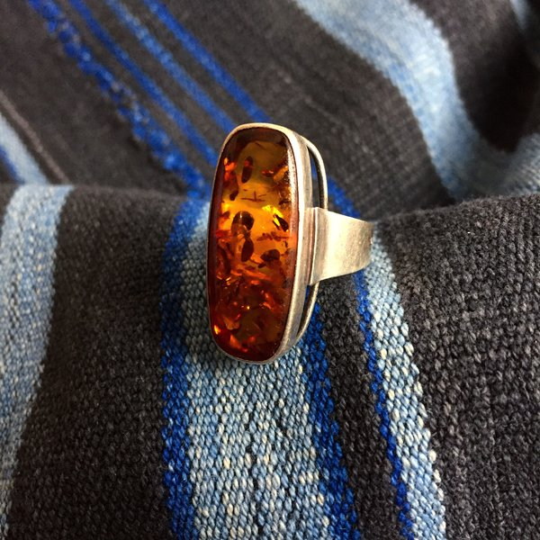 1980s MOD VINTAGE BALTIC AMBER SILVER RING