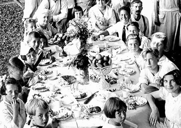 1900 IMMIGRANT AMERICAN FAMILY PICNIC BIRTHDAY PARTY