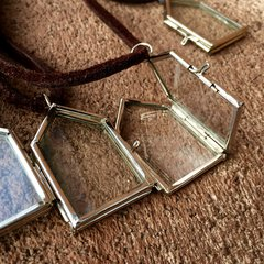 HOUSE GLASS & METAL PENDANT KEEPSAKE LOCKET on AMERICAN DERRSKIN