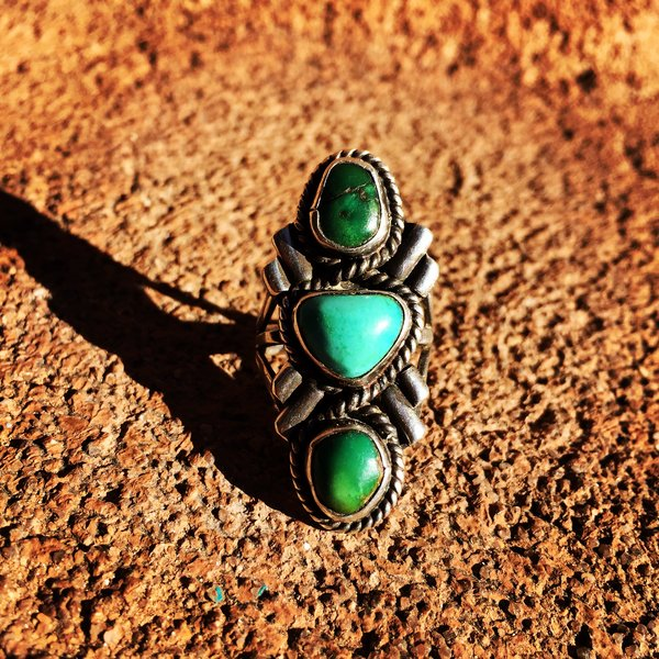 SOLD 1950s ELEGANT 3 STONE BLUE & GREEN LONG FINELY MADE SILVER RING