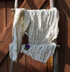 LINEN CREAM AND WHITE STRIPED CRINKLE LONG WIDE SCARF