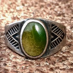 1920s SOLD STAMPED ARROWS CERILLOS GREEN OVAL SMALL INGOT SILVER RING