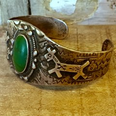 1920s ELABORATELY STAMPED INGOT SILVER & APPLIED DOGS OVAL GREEN CERILLOS TURQUOISE CUFF