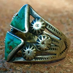 1920s PEYOTE BUTTON THUNDERBIRD DOUBLE TRIANGLE TURQUOISE SILVER PINKY RING