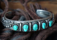 1960's SOLD HEAVY BISBEE TURQUOISE LEAVES & SILVER CUFF