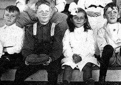 1860'S AMERICAN SISTERS, THEIR HUSBANDS & KIDS