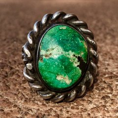 1940s SIGNED INGOT SILVER WROUGHT ROPE OVAL GREEN TURQUOISE RING