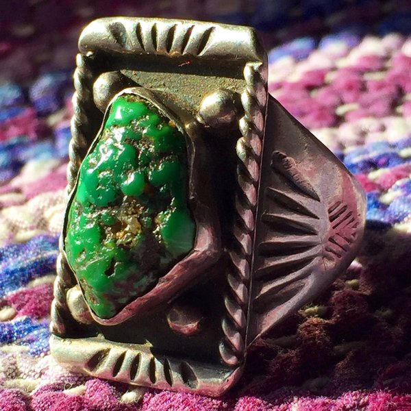 SOLD 1940s MENS BRIGHT DARK GREEN NUGGET RING