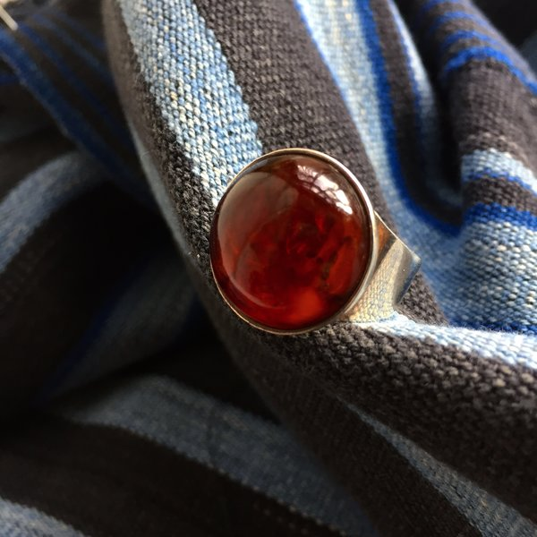 SIGNED MOD VINTAGE ROUND CHERRY AMBER SILVER RING