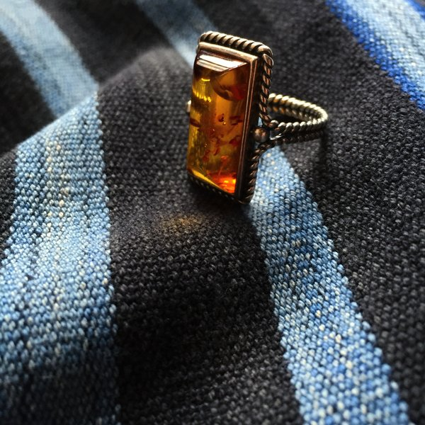 1920s WROUGHT SILVER ROPE EUROPEAN BALTIC AMBER RING