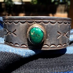 1930s GREEN TURQUOISE WIDE SILVER STAMPED AMERICAN CUFF