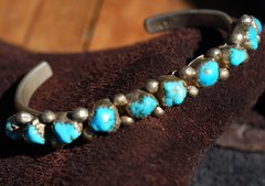 1960's SMALL TURQUOISE NUGGET & SILVER CUFF