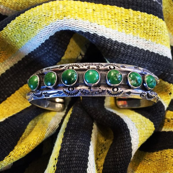 1920s FRED HARVEY EQUISITE TURUOISE HEAVY DOUBLE CARINATED STAMPED SUNS & ARROWS WROUGHT INGOT CUFF