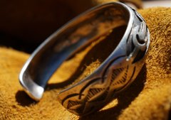 1930s AMERICAN OVERLAY SUN & CACTUS CARVED SILVER CUFF