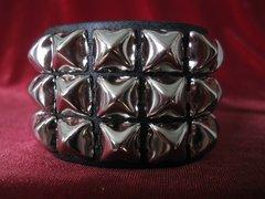 Wristband 23 Three Row Pyramid