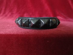 Wristband 10Singe Row of Black Pyramids