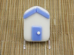 Beach hut glass fridge magnet - white with lavender trim