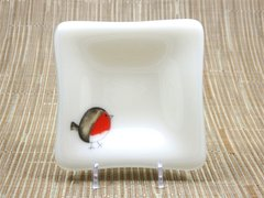 Red Robin cream glass small square centred plate