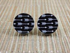 Black/white arrow wood stud earrings
