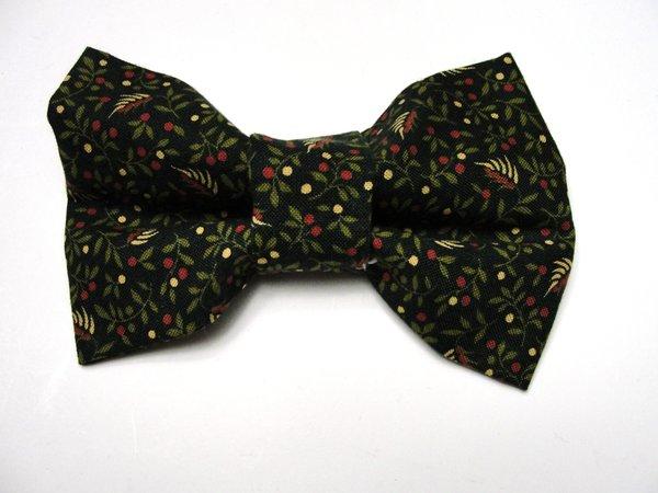 Green Merry Berries Pet Bow Tie