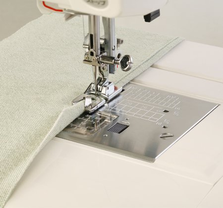 Janome Hemmer Foot 2mm (7mm models only)
