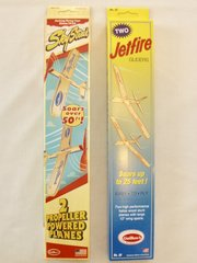 Two two-packs of Guillow's Balsa Wood Flying Toy Airplanes  GRP-0125