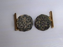 Convert Antique Spanish Button Cufflinks. Floral Design.