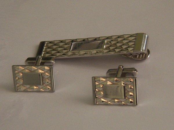 Signed Complete Vintage Cufflink Set. Diamond Pattern Cufflinks.