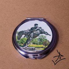 Round Chris LeDuox Statue Graphic Compact