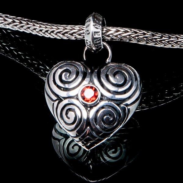 22A. Heart/SterlingSilver/Garnet/Pendant