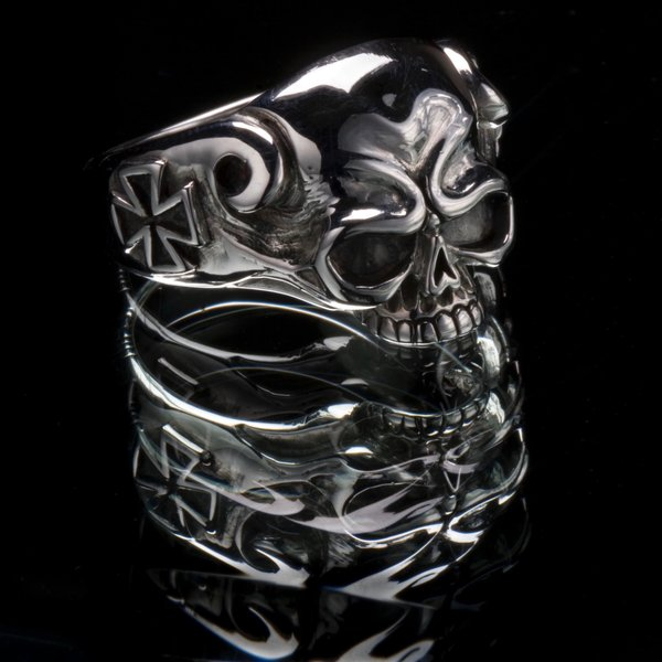 59. Skull and Cross - Sterling Silver/Ring