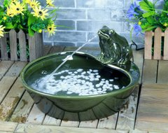 Solar Powered Green Glazed Ceramic Frog Outdoor Water Fountain