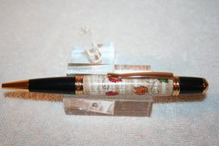 Handcrafted Wooden Pen - Autumn Leaves Inlay Executive Twist Pen in a Bright 24ct Gold Finish