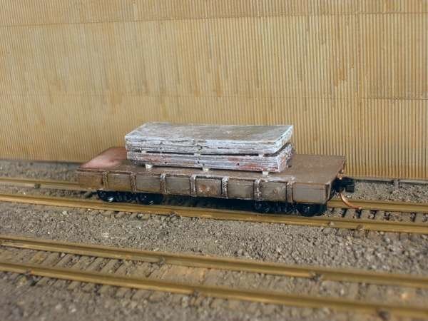 N Scale 30' Mill Car w/ 2 Large Slabs