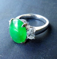 Fine Imperial green jade and diamond ring 18k