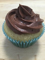 Vanilla Cupcake with Chocolate Buttercream Icing - 6 Pack