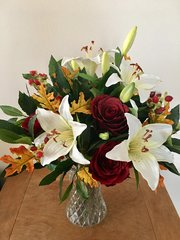 AUTUMNAL LARGE IVORY LILY RED ROSE & FOLIAGE VASE ARRANGEMENT, IN WATER