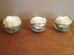 MODERN SET OF 3 IVORY ROSE & GRASS ARTIFICIAL FLOWER ARRANGEMENTS IN GLASS BOWLS