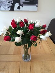 LUXURY LARGE RED & IVORY ROSE BOUQUET ARRANGEMENT IN VASE WITH WATER