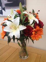 LARGE ROSE, LILY & GERBERA ARTIFICIAL FLOWER VASE ARRANGEMENT & WATER