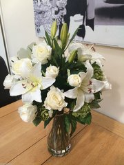 IVORY ROSE LILY & HOP SPRAY LARGE BOUQUET ASE ARRANGEMENT IN WATER