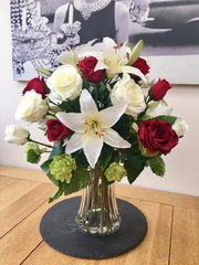 RED & IVORY ROSE, LILY & HOP SPRAY BOUQUET ARRANGEMENT IN DECORATIVE VASE WITH FAUX WATER