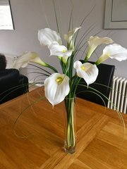 STUNNING LARGE IVORY CALLA LILY & GRASS VASE ARRANGEMENT WITH WATER