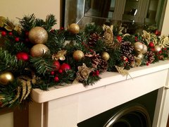 DELUXE SPARKLING 9 FT RED & GOLD CHRISTMAS GARLAND - BAUBLES, GLITTER FOLIAGE, CONES & BERRIES