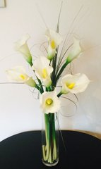 EXTRA LARGE CALLA LILY & GRASS TALL VASE ARRANGEMENT SET IN WATER