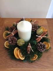 LUXURY HANDMADE 12 INCH TABLE WREATH ARRANGEMENT WITH CANDLE- SCENTED MIXED DRIED FRUIT & CINNAMON BUNDLES