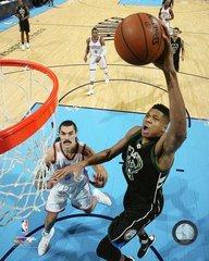 Milwaukee Bucks Giannis Antetokounmpo 16x20 Canvas #2