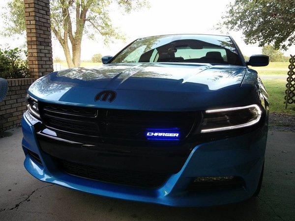 illuminated charger badge  lume illuminated car products